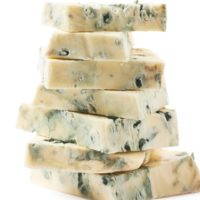 blue spinach sauce, danish, blue, cows milk, cheese, creamy