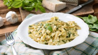 creamy, farfalle and spinach, blue cheese sauce