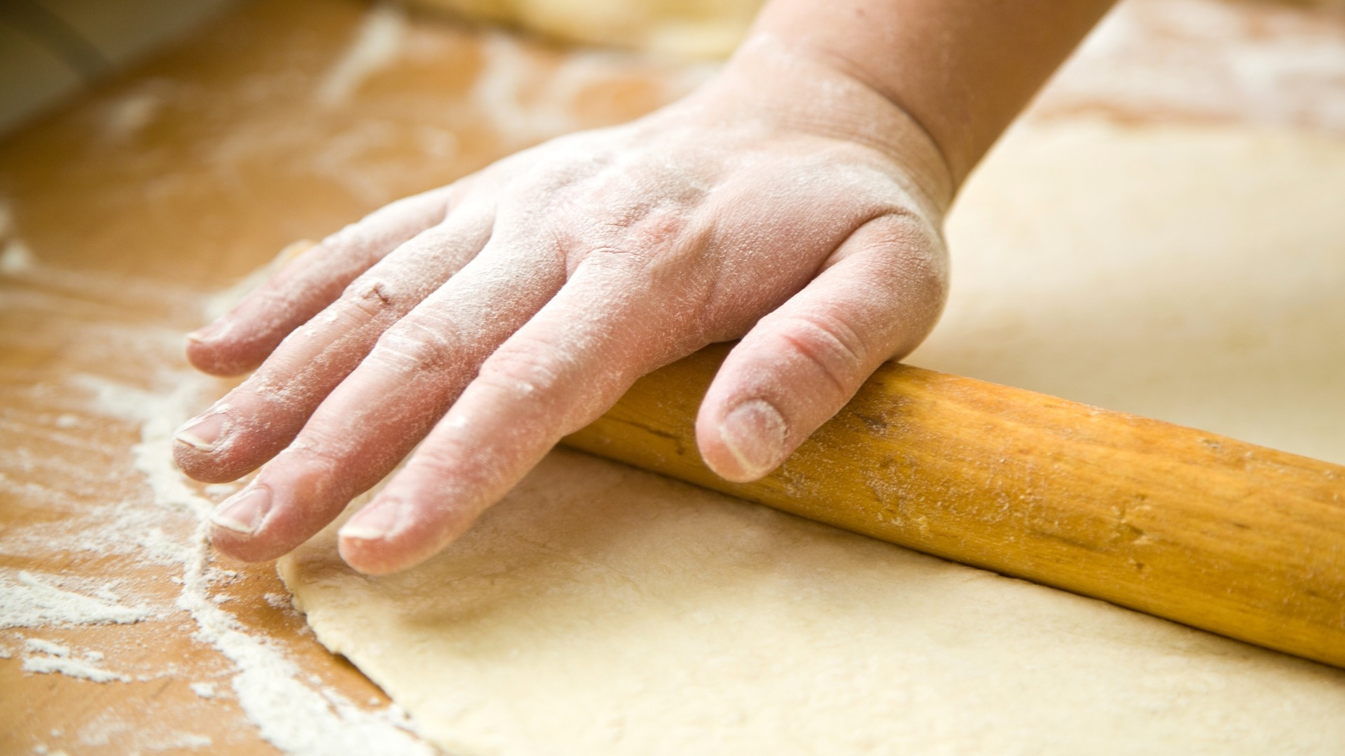 short crust, pastry crust. dough, rolling, pin, pasta, bread